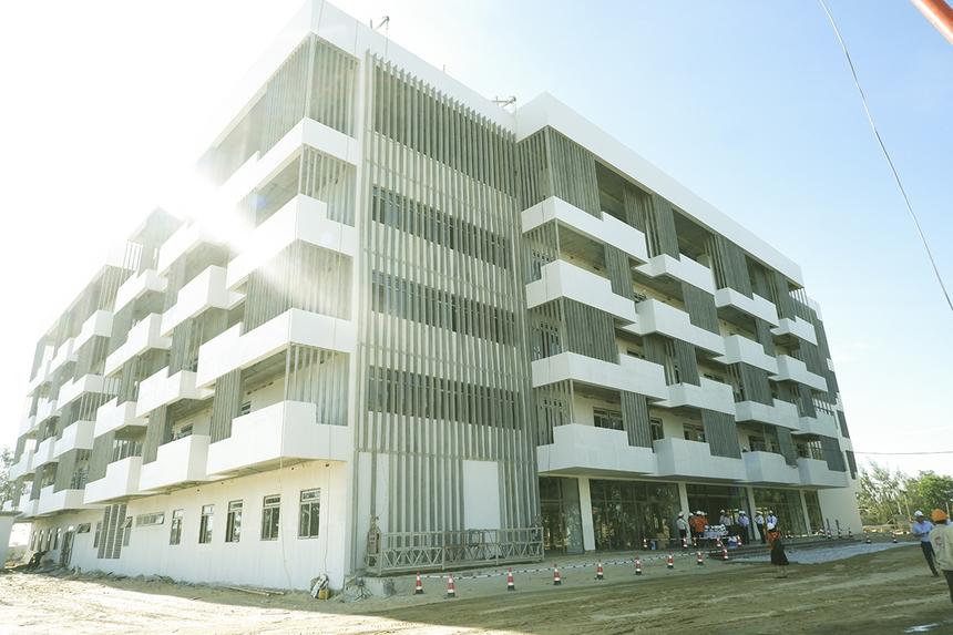 Đoàn lãnh đạo Đà Nẵng do Bí thư Thành ủy Trương Quang Nghĩa dẫn đầu đã thăm Khu đô thị công nghệ FPT, quận Ngũ Hành Sơn vào sáng nay (28/6). Campus ĐH FPT là điểm đầu tiên đoàn ghé thăm.