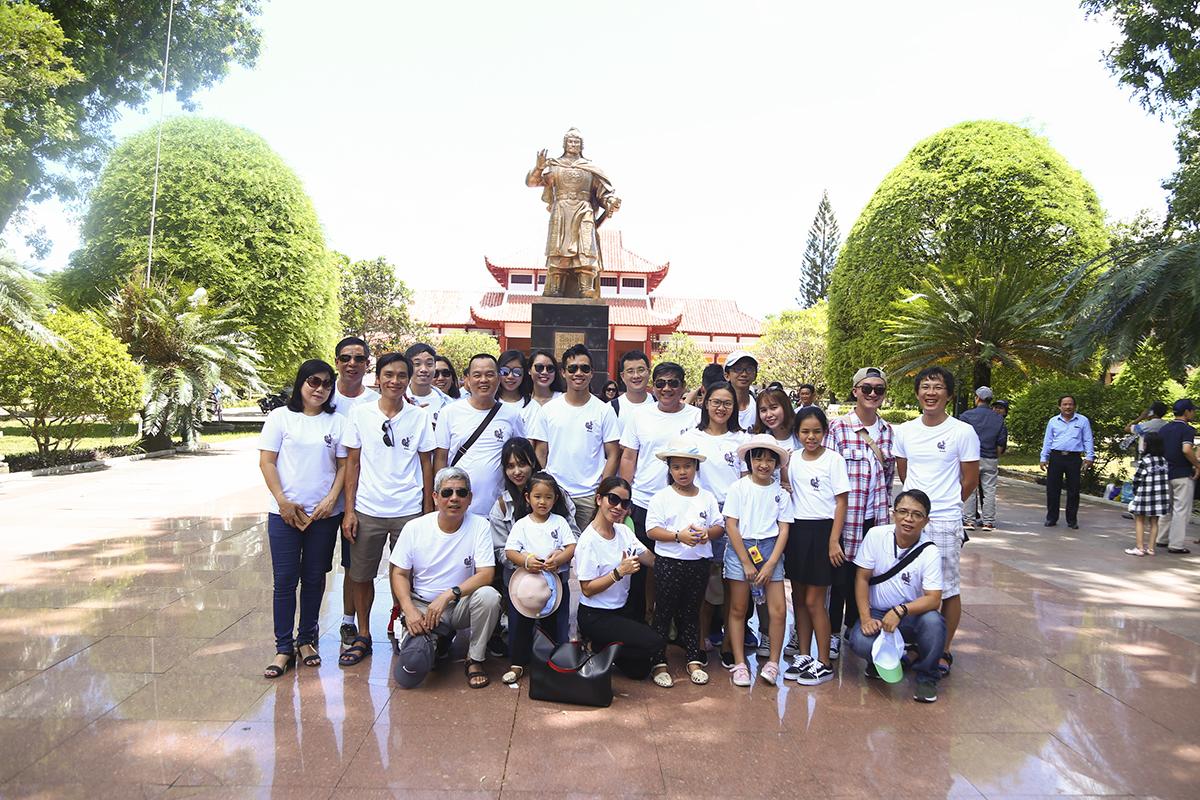 Sáng 19/6, sau gần gần 2 giờ di chuyển bằng máy bay và ô tô, điểm dừng chân đầu tiên trong chuyến tham quan của đoàn là Bảo tàng Quang Trung tại huyện Tây Sơn (Bình Định).