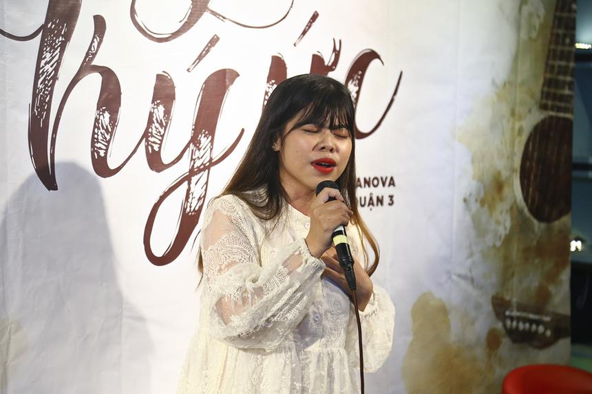 """Bài hát """"Gửi người yêu cũ"""" của nhạc sĩ Nguyễn Hồng Thuận được bạn Trần Thúy An cover lại với giọng ca đầy tâm trạng và tình cảm."""