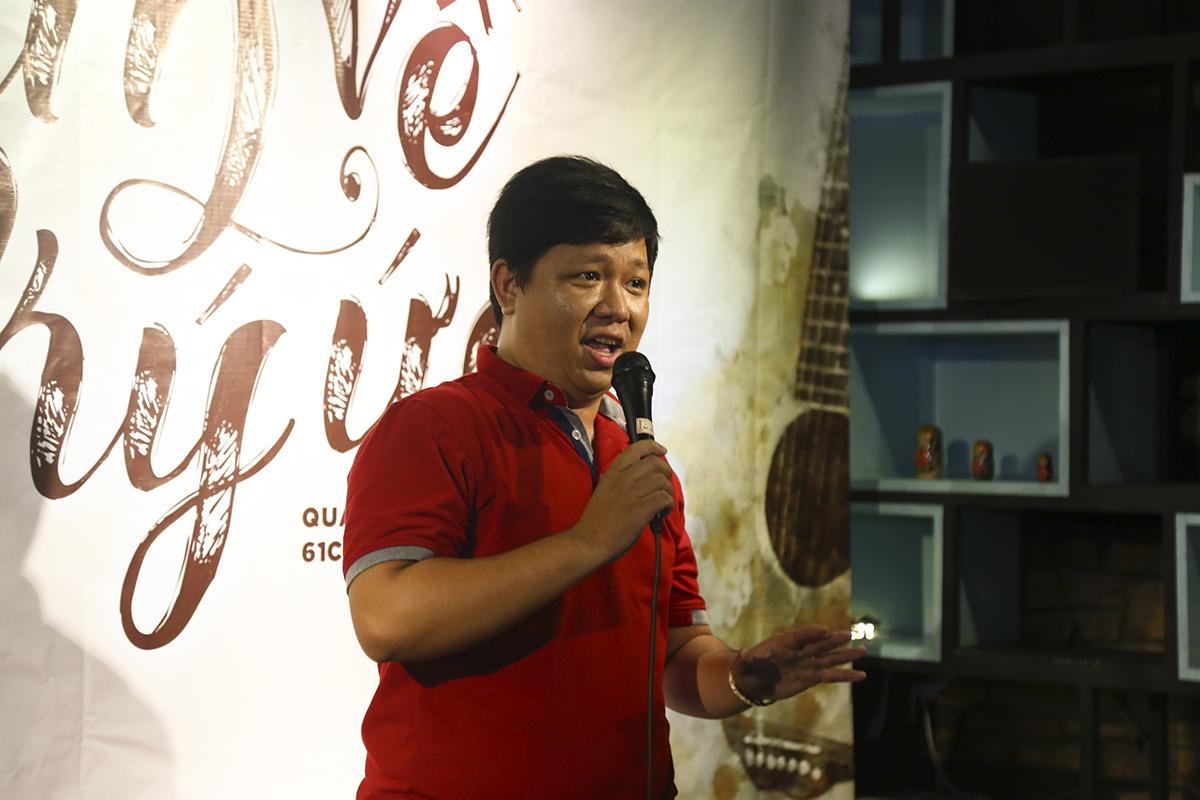 """Là khách mời của chương trình, đến từ đơn vị FPT Telecom, anh Thịnh đến từ đoàn văn công gửi tặng khán giả Sen Đỏ bài hát """"Tình yêu diệu kỳ"""" của nhạc sĩ Hoài An."""