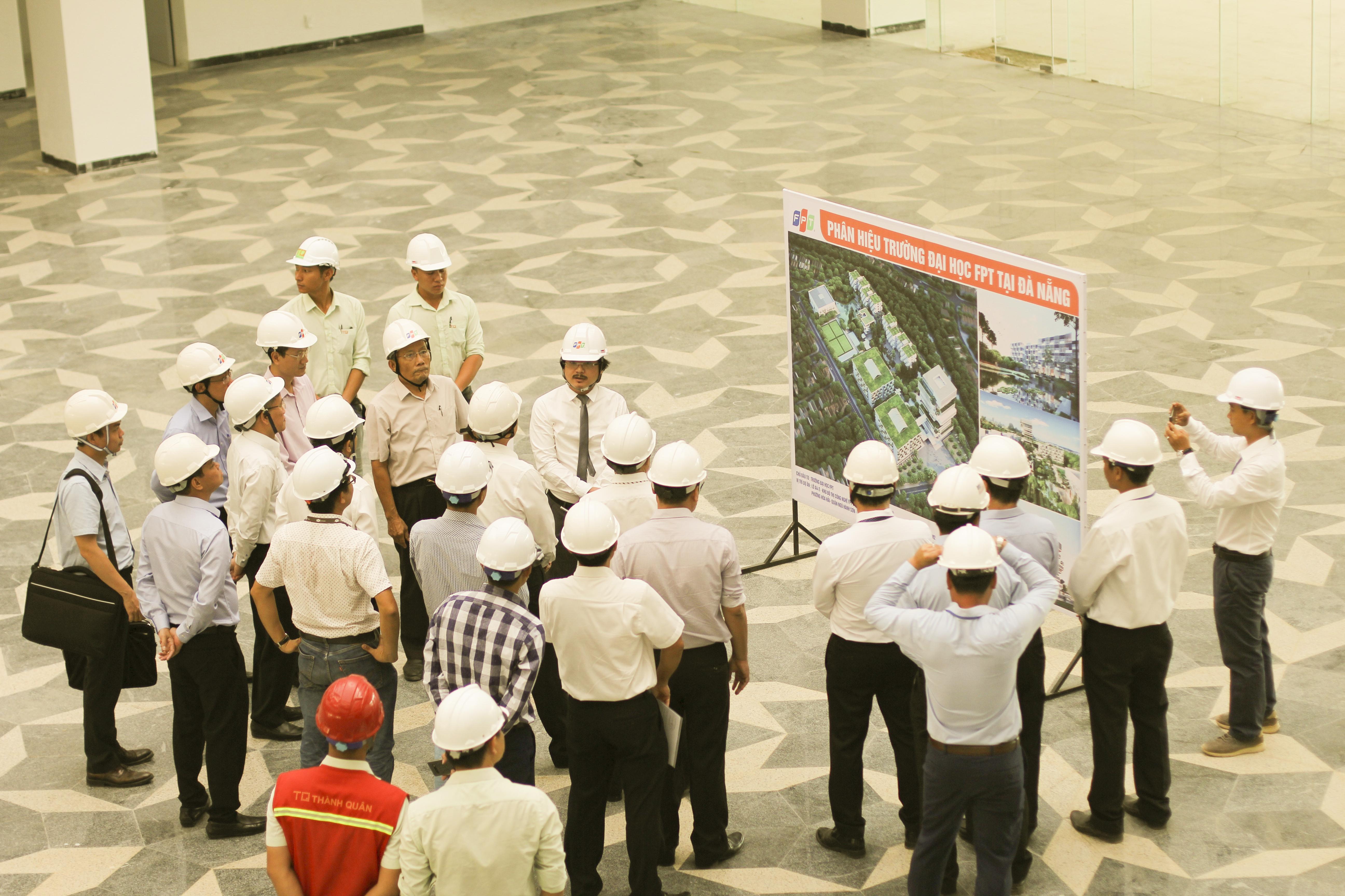 Trước đó, Bí thư Thành ủy Đà Nẵng Trương Quang Nghĩa cùng lãnh đạo thành phố đã đích thân thị sát công trình Campus ĐH FPT. Ông hài lòng với định hướng cũng như những hành động cụ thể của FPT trong việc hiện thực hóa khu đô thị công nghệ và giáo dục. í thư Thành ủy Đà Nẵng Trương Quang Nghĩa còn yêu cầu lãnh đạo các sở ban ngành tập trung chỉ đạo và phối hợp để quá trình thi công được thuận lợi. Ở lĩnh vực giáo dục, FPT tại Đà Nẵng đã có đầy đủ các hệ thống cấp học với hơn 3.600 học sinh, sinh viên. Đà Nẵng cũng là nơi đầu tiên FPT dần hiện thực hóa giấc mơ xây dựng khu đô thị công nghệ, vừa là nơi sinh sống và làm việc của các chuyên gia, vừa kết hợp nghiên cứu, đào tạo, học tập.