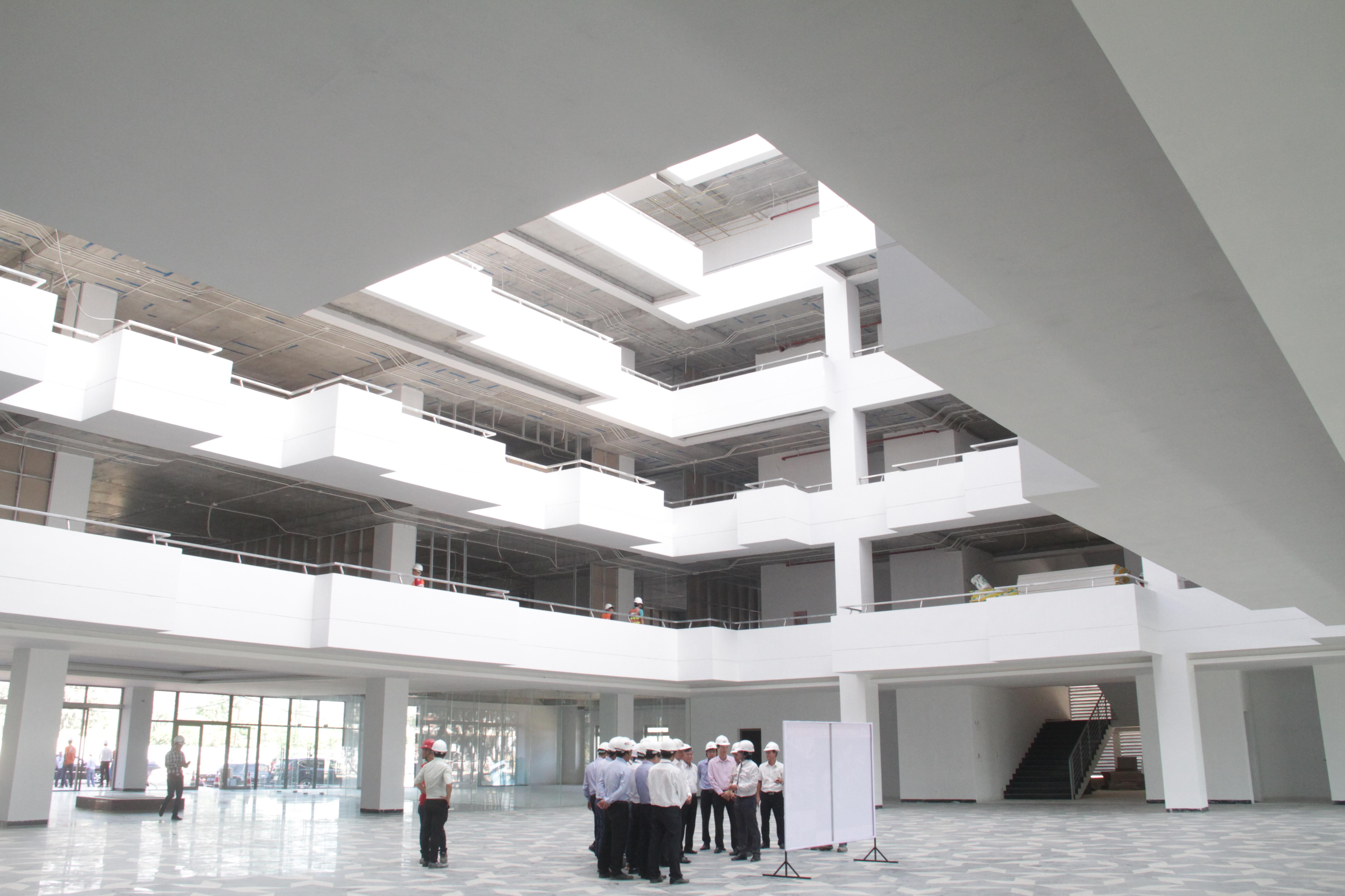 GĐ dự án Campus ĐH FPT cơ sở Đà Nẵng - anh Nguyễn Hữu Hiệp cho biết công trình dự kiến đưa vào sử dụng đầu tháng 8. Các hạng mục nhà ăn, ký túc xá đều đã triển khai và đúng tiến độ.
