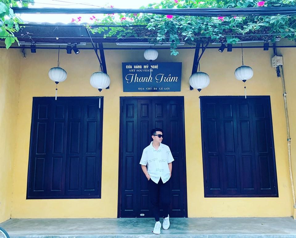 Bế Văn Hải - thầy quản nhiệm THPT FPT đẹp trai như soái ca trong chuyến đi Hội An, Đà Nẵng.