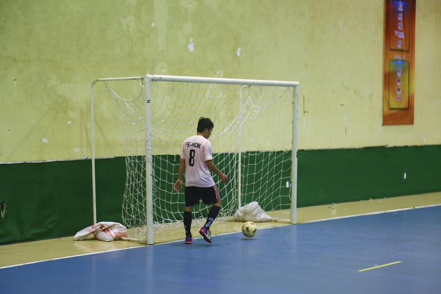 Vội vã dâng lên tìm kiếm bàn gỡ, các cầu thủ áo hồng đã để hổng hàng phòng ngự và phải nhận thêm bàn thua thứ 3 ở phút 28 sau pha làm bàn của số 11 Ngô Văn Nhơn bên phía PNC.