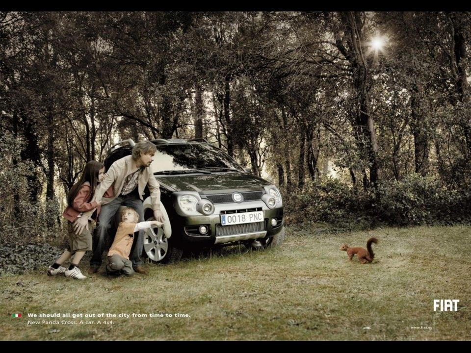 """Hãng xe Italy Fiat đưa một gia đình đến vùng nông thôn, với khẩu hiệu """"Tất cả chúng ta đều nên thi thoảng đi khỏi thành phố""""."""