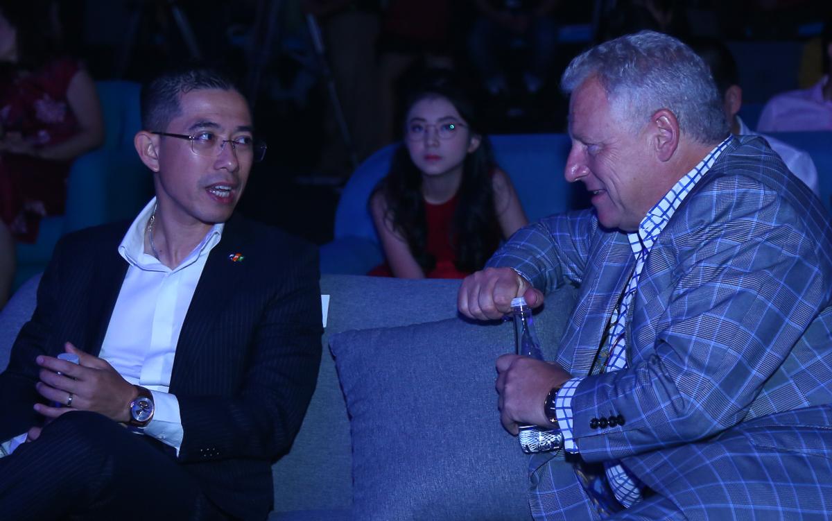 Tổng giám đốc FPT Telecom Hoàng Việt Anh và ông Jonathan Spink, Tổng giám đốc điều hành HBO châu Á tại sự kiện ra mắt.