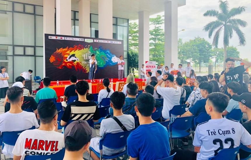 Lễ khai mạc UNICAMP 2019 có sự góp mặt của các cán bộ, giảng viên ĐH FPT, các trại sinh và ban tổ chức sự kiện.