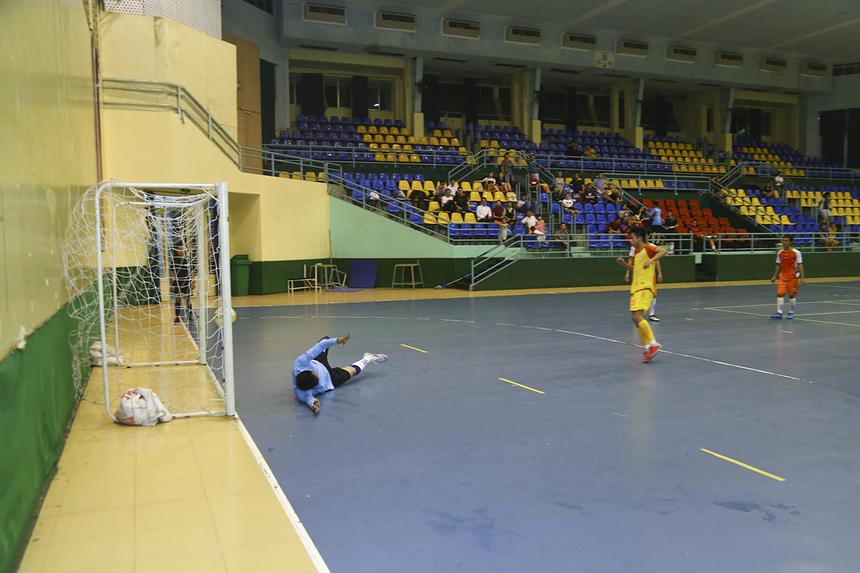 Phút 38, tỷ số đã là 4-1 cho FPT IS và cầu thủ Dương Quốc Cường đã hoàn tất cú hattrick cho mình.