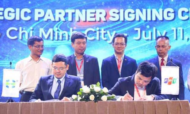 CEO FPT ký thỏa thuận hợp tác cùng đối tác.