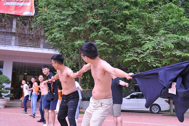 Tuy nhiên, với sự tổ chức bài bản, quyết nhanh từ đội trưởng, Mộc - Fxanh trở thành nhà vô địch. Anh Hoàng Nam Tiến đánh giá cao sự tổ chức bài bản của anh Nguyễn Đức Thao.