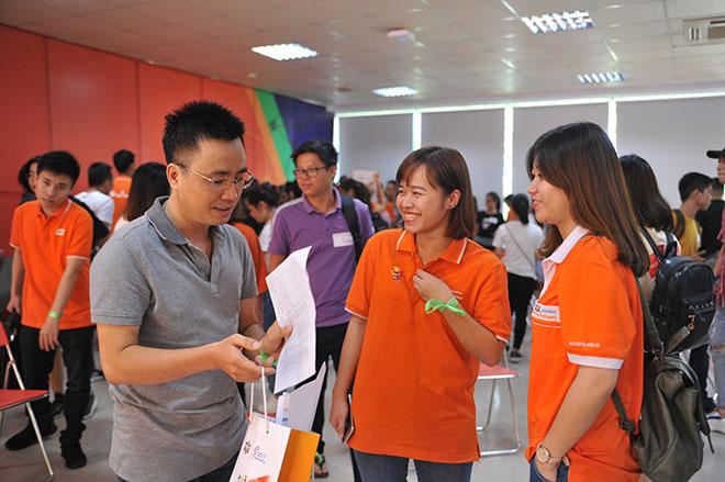 """""""Ban đầu tưởng chương trình nhạt nhẽo nhưng không ngờ lại vui và thân thiện thế này"""", chị Nguyễn Thị Mai Giang, Cán bộ dự án 9+ FPT Polytechnic, bày tỏ."""