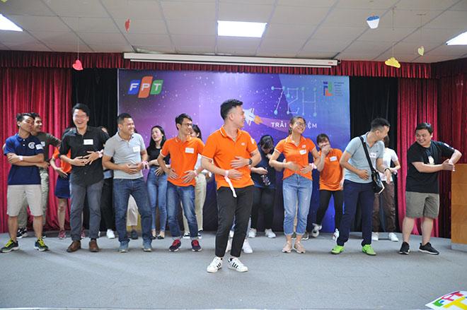 """Đội Thổ với slogan """"Đi để trở về"""". Điệu nhảy sáng tại, bắt xu hướng của Khá Bảnh đã giúp đội Thổ gây ấn tượng với BTC."""