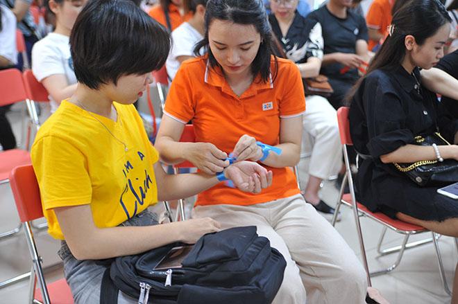 """Chị Vân Anh, giáo viên dạy Địa lý tại Fschool, hào hứng: """"Hy vọng chúng tôi sẽ có khoảng thời gian đáng nhớ bên nhau""""."""