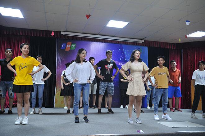 Đội Thuỷ mang đến hơi thở mới cho Hội diễn STCo. Một bài hát OKR và một điệu nhảy OKR. Bài hát được sáng tác ngay trong buổi chiều sau khi nhận được chủ đề từ BTC.