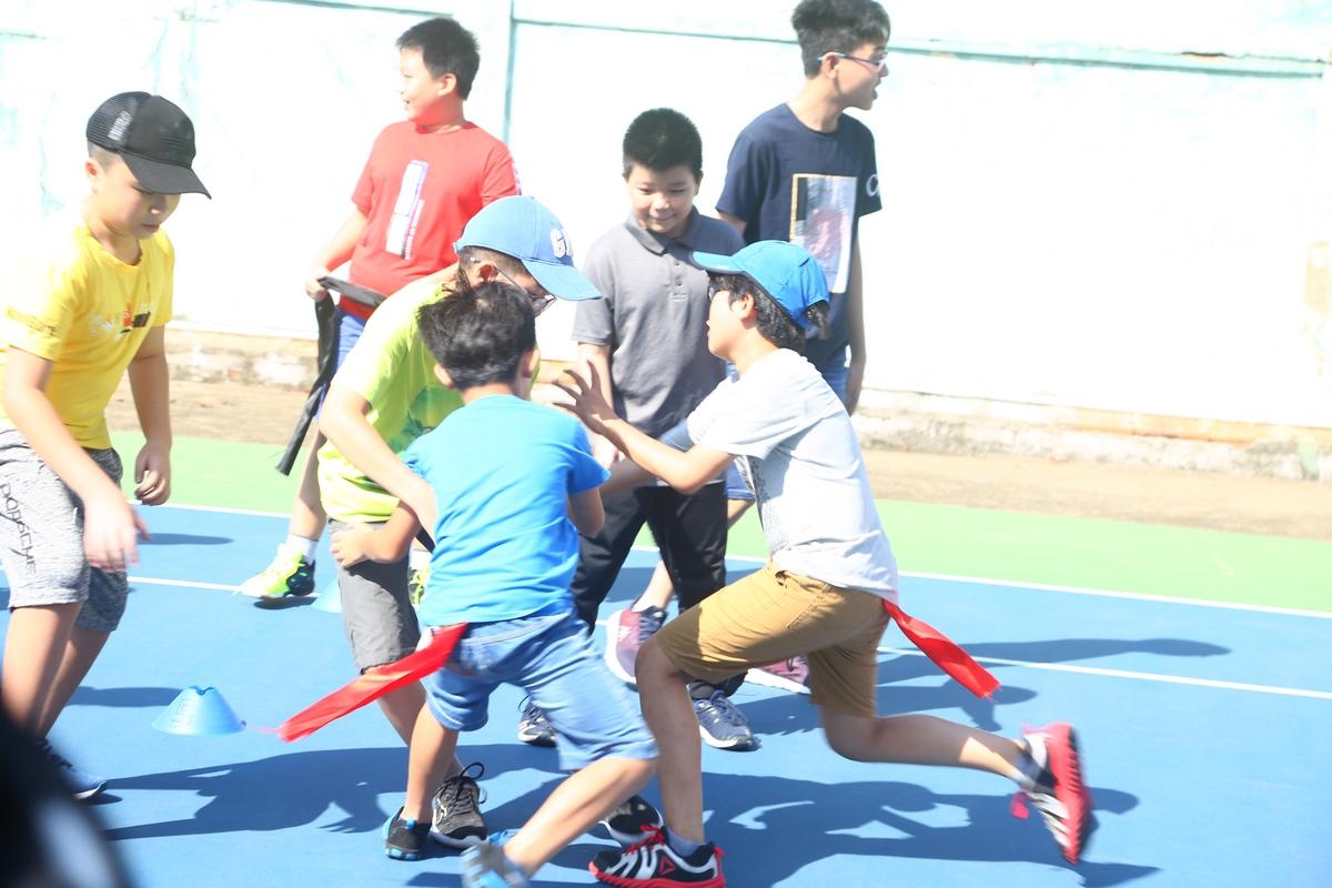 """Từ ngày 12-14/7, FPT Small phía Nam đã được trải nghiệm trại hè quốc tế tại Vũng Tàu. GPA Camps là trại hè nội trú đầu tiên tại Việt Nam kết hợp học và chơi, tạo cơ hội cho học sinh phát triển kỹ năng sống, học tập, hoạt động tập thể song song với mở rộng kiến thức chung về văn hóa, nghệ thuật, khoa học và thể thao. Sau những trải nghiệm về khoa học như tìm hiểu cách hoạt động của robot, chế tạo tên lửa nước, các FPT Small tiếp tục hành trình ở trại hè GPA """"Global Passport"""" với những trò chơi vận động như: cướp cờ, rồng rắn lên mây,..."""