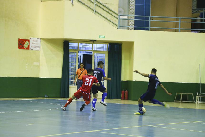 Dù giành được chiến thắng quan trọng để định đoạt tấm vé đi tiếp nhưng HLV Phạm Mạnh Hoàng tỏ ra không hài lòng với khả năng tận dụng cơ hội của các cầu thủ FPT Telecom. Theo anh, đội bóng đủ có thể ghi nhiều bàn thắng hơn nữa nếu chắt chiu cơ hội.