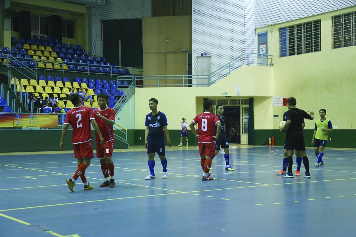 Phút 14, cầu thủ vào sân thay người Nguyễn Duy Nghĩa đã ghi bàn mở tỷ số trận đấu cho FPT Telecom. Khó khăn chồng chất khó khăn cho các cầu thủ FPT Software.