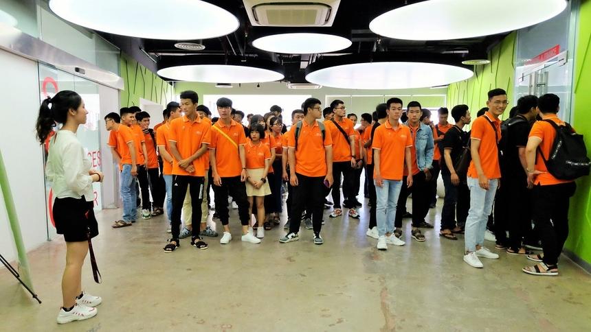 FPT Complex có sức chứa gần 10.000 người được khởi công vào ngày 13/8/2014, tại phường Hòa Hải, quận Ngũ Hành Sơn, do FPT làm chủ đầu tư. Công trình được xây dựng trên diện tích 5,9 ha, là khu phức hợp văn phòng cao cấp nhằm đảm bảo cơ sở hạ tầng cho những nhân viên tương lai của FPT. Đà Nẵng hiện là 1 trong 3 trung tâm nhân lực quan trọng nhất của FPT với hơn 3.000 kỹ sư phần mềm, chiếm 20% nguồn nhần lực của xuất khẩu phần mềm FPT, đạt tốc độ tăng trưởng nhân sự trung bình 40%/ năm.