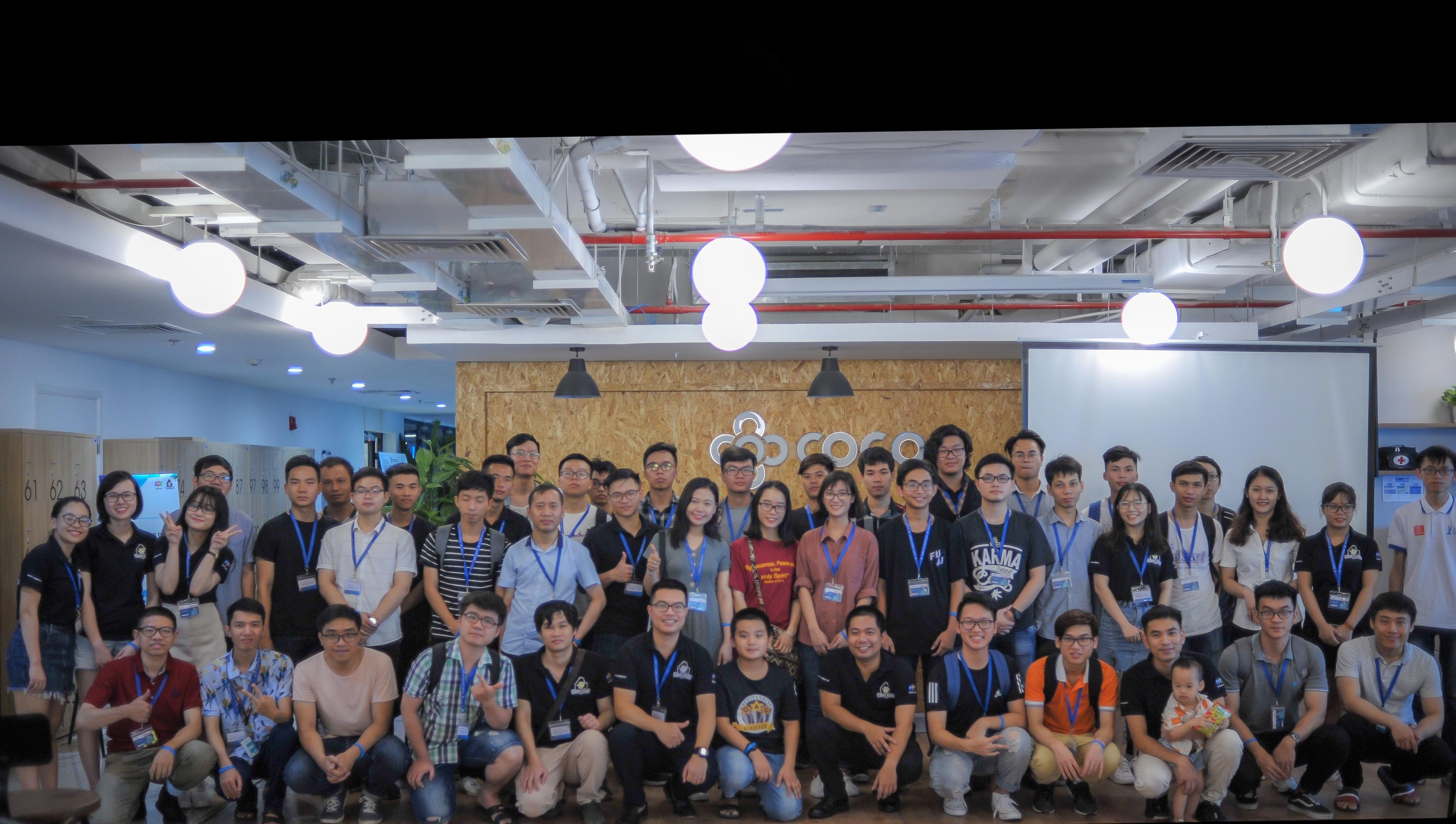 """Sáng ngày 14/7, hơn 60 thành viên thuộc cộng đồng Codelearn Việt Nam tổ chức họp mặt tại Hà Nội. Sản phẩm do PID (Productivity Innovation Department - Đơn vị cải tiến năng suất) của FPT Software phát triển. PID cũng đang chạy một số chương trình chính như: SKU, DevOps, CodeIT, Codelearn, TSS. Trong đó SKU và CodeIT là hai chương trình đang """"làm mưa làm gió"""" trên toàn FPT Software."""