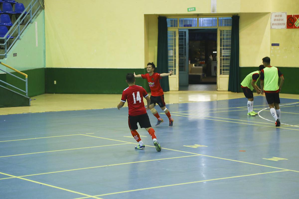 Tuy nhiên, tấn công nhiều nhưng không ghi được bàn thắng, FPT Retail đã phải trả giá khi ở phút cuối cùng, cầu thủ Võ Đức Anhđã mang về bàn thắng duy nhất của trận đấu cho Sen Đỏ.