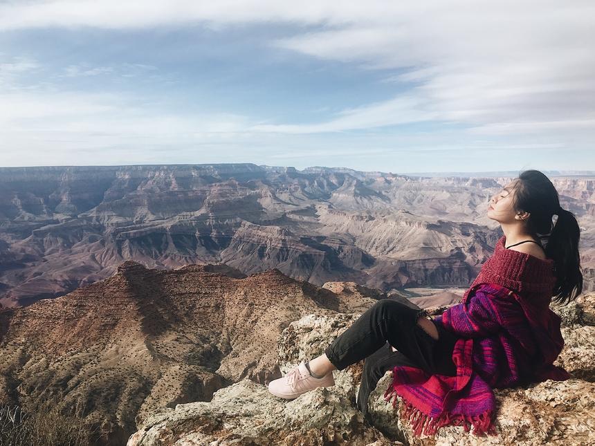 """Năm 2019, Huyền tự đặt mục tiêu """"leng keng"""" của mình là đưa trải nghiệm quốc tế tới thật nhiều sinh viên, cán bộ giảng viên trong trường, bằng cách tăng số lượng hội thảo với khách mời quốc tế lên gấp đôi, thậm chí là gấp ba. Nữ chuyên viên cũng tích cực tìm kiếm cơ hội để giúp những người xung quanh được giao lưu, trao đổi học tập và làm việc tại nước ngoài."""