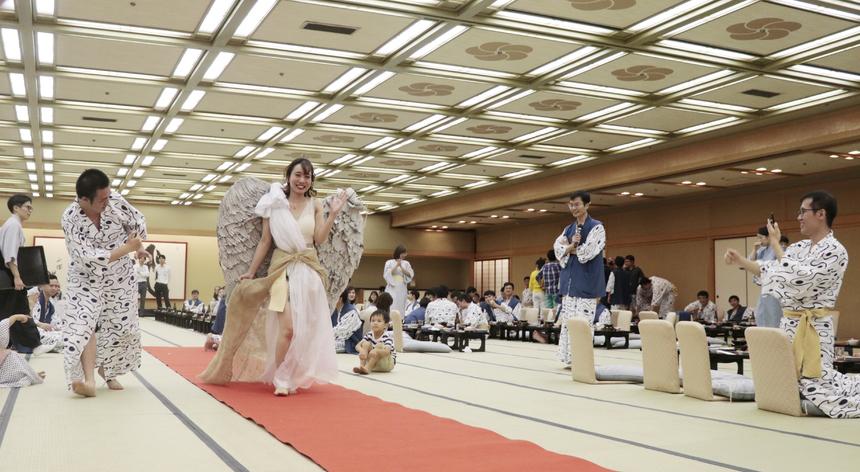 Nagoya trình diễn các bộ trang phục độc đáo trên sân khấu với chất liệu làm bằng giấy. Các đội đều đầu tư mạnh về mặt kịch bản và cả đạo cụ để đem lại những tiết mục hấp dẫn. Đặc biệt, chương trình xuất hiện nhiều gương mặt mới có diễn xuất tốt.