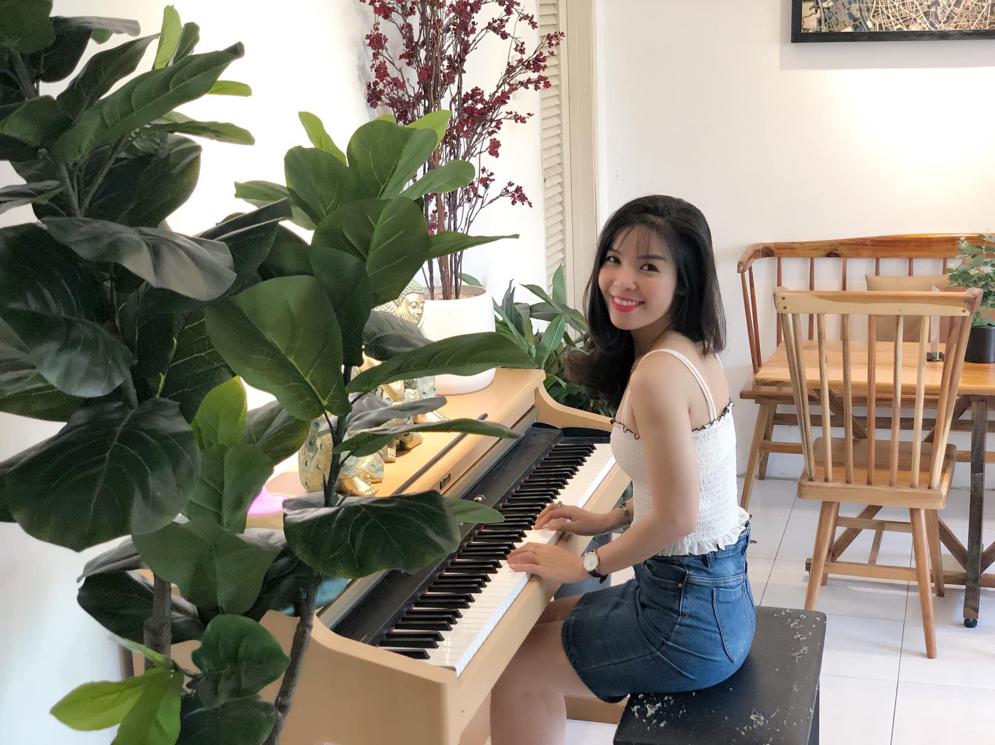 Nguyễn Thị Lan Quỳnh gia nhập nhà Viễn thông từ năm 2014, qua nhiều năm công tác, hiện cô làm việc với vị tríTrưởng quầy giao dịch chi nhánh Tân Bình.