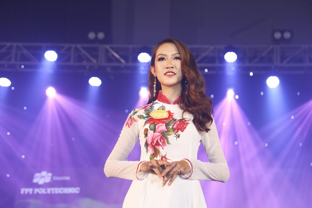 Với chiều cao khá lý tưởng 1m69 cùng gương mặt khả ái, thí sinh Nguyễn Thị Thúy Hằng, ngành Hướng dẫn du lịch, có số điểm trung bình cao thứ 3 với 8 điểm, trong đó cô giành 8,5 điểm từ đạo diễn Tạ Nguyên Phúc.