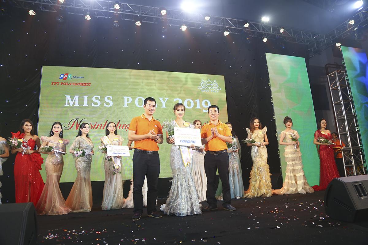 """Thí sinh Trần Vũ Lan Chi đã đạt giải thưởng """"Thí sinh được yêu thích nhất"""" của Miss Poly 2019 với phần thường 1,5 triệu đồng."""