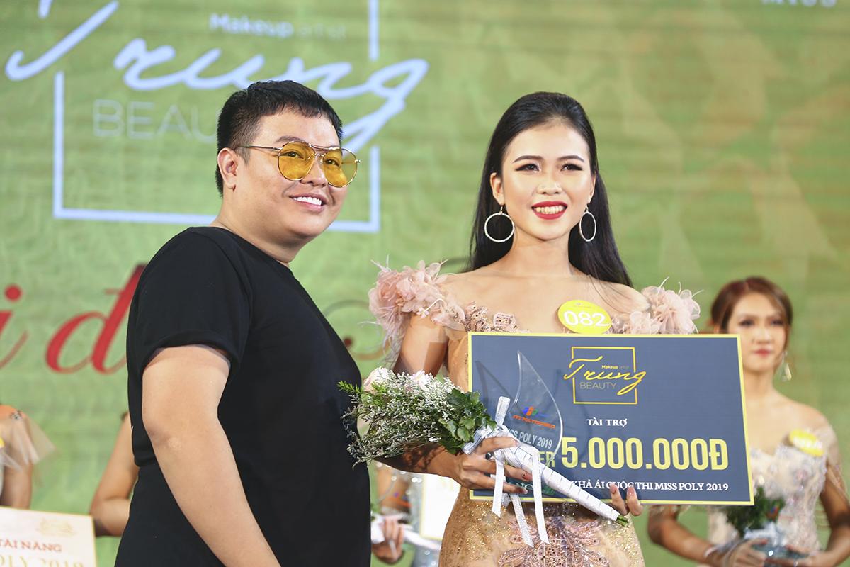 Cô gái đến từ Bình Định, Trần Thị Yên đã nhận phần thưởng trị giá 5 triệu đồng khi là Thí sinh được nhà tài trợ bình chọn.