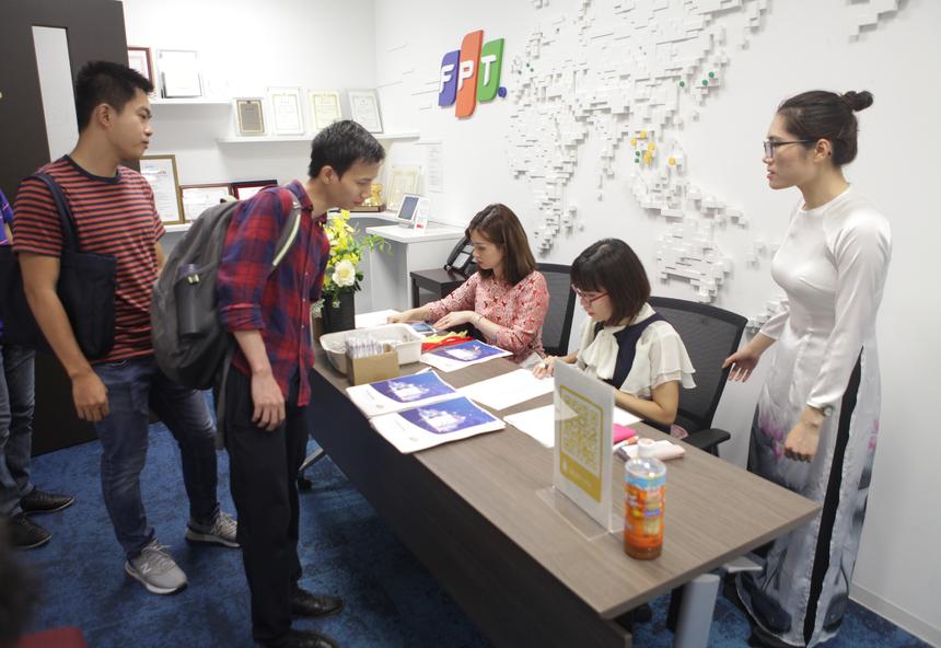 """""""Tech Meetup Low Code Platform"""" diễn ra cuối tuần qua tại văn phòng Daimon, Tokyo. Sự kiện nhằmmang đến cơ hội kết nối và giao lưu, chia sẻ các kinh nghiệm mảngLow Code Platformtrong cộng đồng kĩ sư người Việt đang sinh sống tại Nhật Bản."""