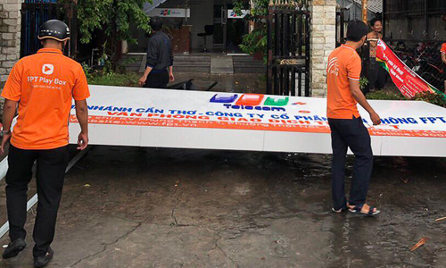 Lốc xoáy bất ngờ, văn phòng FPT Telecom ở Cần Thơ 'thất thủ'
