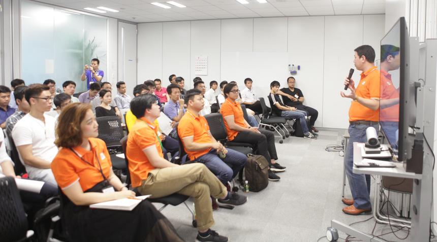 FPT Software hiện triển khai các khóa đào tạo, thi chứng chỉ, tham gia và triển khai các dự án lớn liên quanLow-code. Đây là cơ hội cho các bạn trẻ tham gia lĩnh vực này.