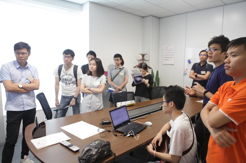 BTC chia khách mời thành các nhóm để thảo luận và làm bài tập vềOutSystems. Các team xây dựng một website booking khách sạn để trải nghiệm sự khác biệt giữa Low-code và lập trình truyền thống.