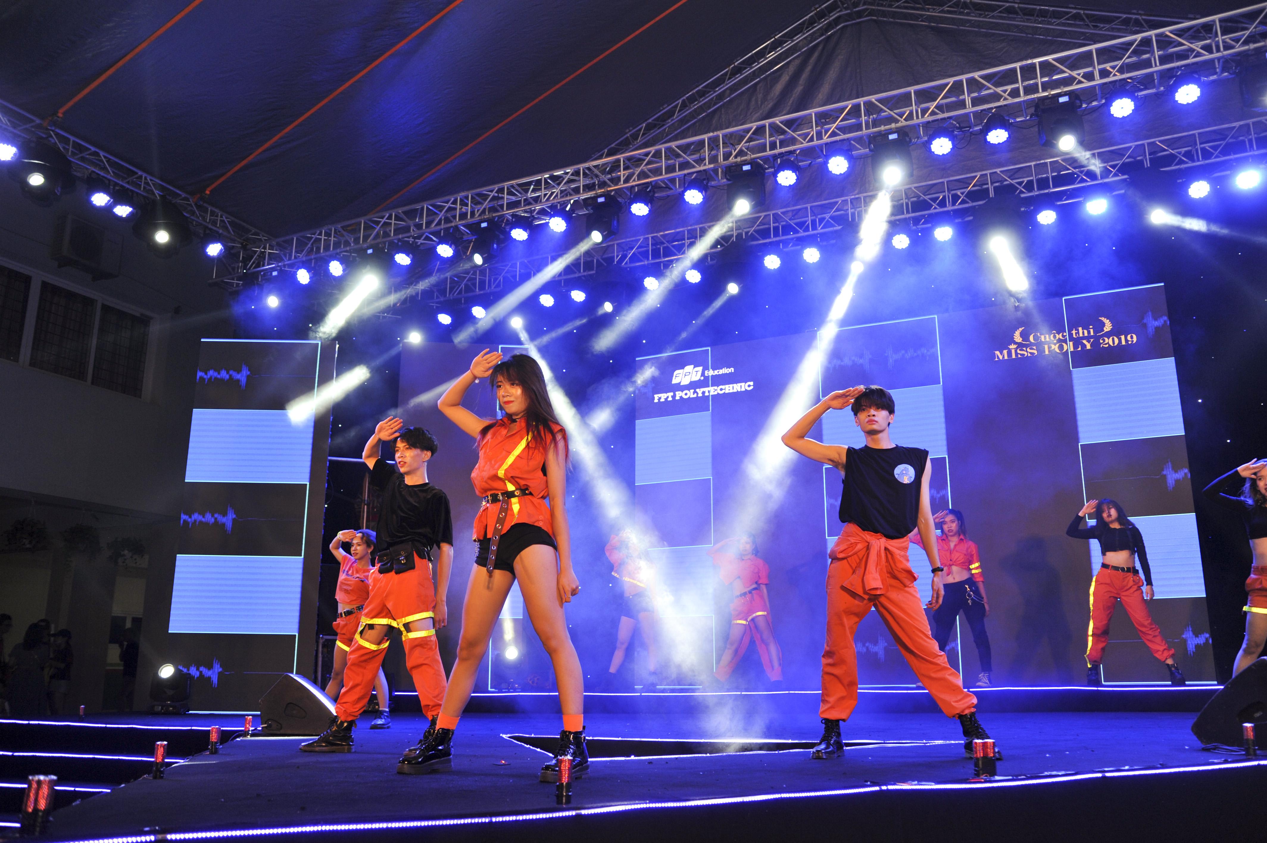 Ngày 25/7, đại nhạc hội Happy Bee 9 và đêm chung kết Miss Poly 2019 đã được tổ chức tại tại Cao đẳng FPT Polytechnic Hà Nội với sự góp mặt của khoảng 3.000 khán giả. Đây là sự kiện chào đón tân sinh viên và cũng là sân chơi dành cho các bạn trẻ Hà Nội trong tháng 7 này.