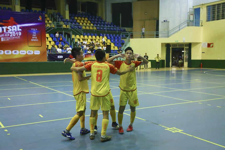 Ở trận chung kết, hai bàn thắng ở đầu mỗi hiệp đấu của Công Triệu và Quốc Cường đã giúp FPT IS đánh bại FPT Telecom trong trận tranh ngôi vô địch giải Futsal FPT HCM.