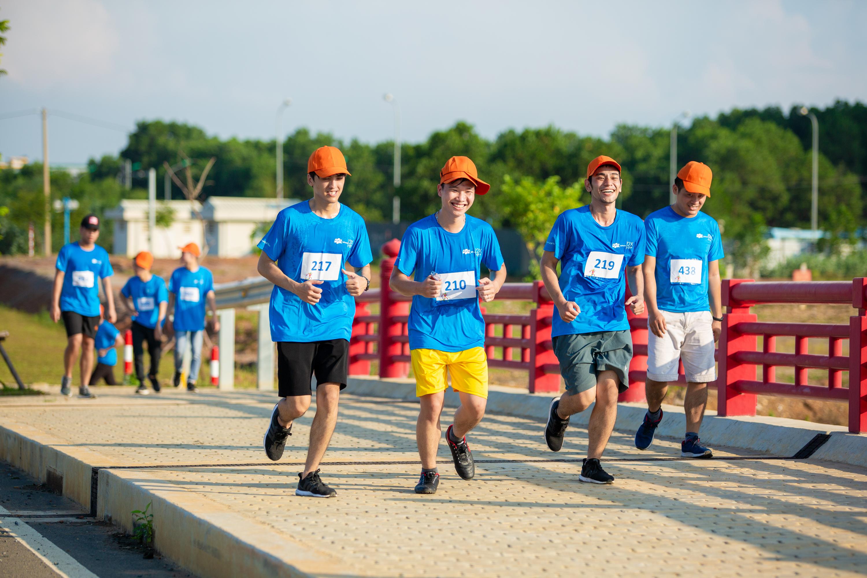 Hai đoàn sẽ cùng chạy trên cung đường ven hồ Tân Xã, tuy nhiên đến khu vực cầu đỏ, đoàn chạy 3,9 km sẽ rẽ về trước, trong khi đoàn chạy 6,9 km tiếp tục đi thẳng để thực hiện một vòng hồ.