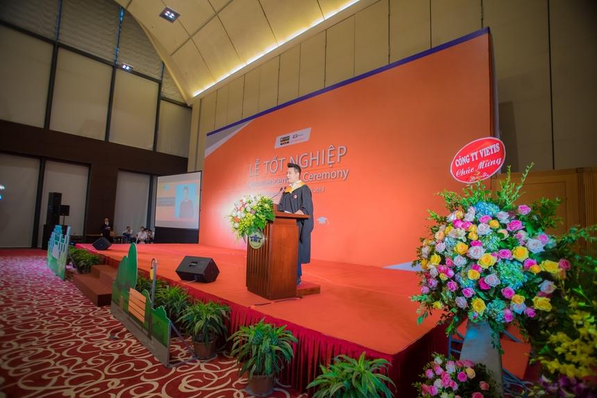 Trong buổi Lễ còn có sự tham dự của các doanh nghiệp như Viet IS, TopCV, ColorME… Sự hiện diện đặc biệt của tân cử nhân trong vai trò là đại diện doanh nghiệp với bài phát biểu của Founder & CEO ColorME – Nguyễn Việt Hùng mang đến sự giản dị và khẳng định chất lượng sinh viên ĐH FPT.