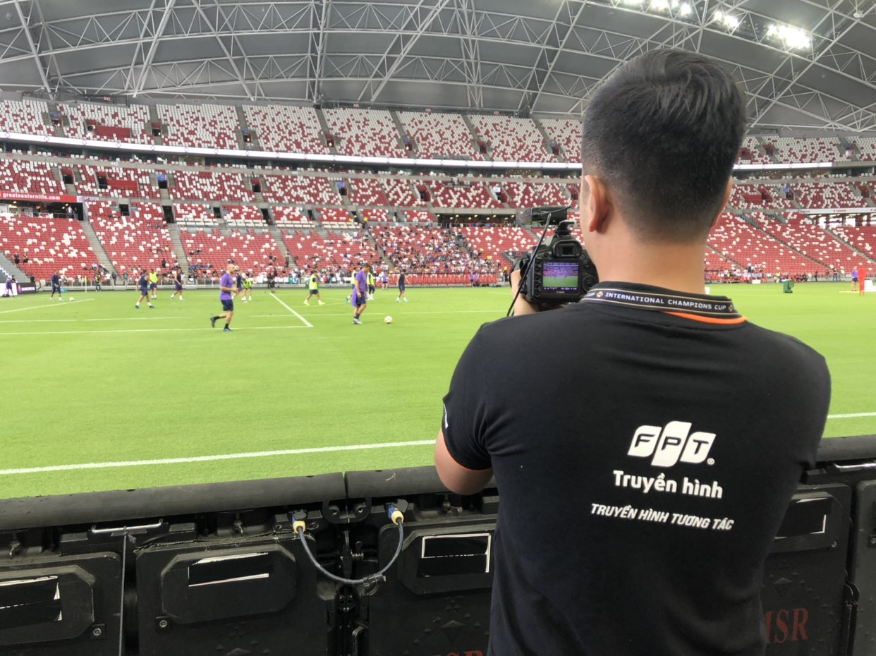 ICC (International Champions Cup) là giải giao hữu quy tụ những đội bóng hàng đầu châu Âu và thế giới, được ví như Champions League thu nhỏ. Để khởi động cho mùa giải mới 2019, các CLB lớn như MU, Juventus, Real Madrid hay Bayern Munich tham dự giải. Năm nay, giải diễn ra ở 17 địa điểm khác nhau, trải dài trên 3 châu lục (Bắc Mỹ, châu Âu, châu Á). Tại châu Á, giải đấu diễn ra tại Singapore và Trung Quốc. FPT là đơn vị duy nhất tại Việt Nam phát sóng độc quyền các trận đấu của ICC. Người xem có thể theo dõi trên 2 nền tảng là Truyền hình FPT (IPTV) và FPT Play (OTT). Truyền hình FPT và FPT Play được đồng hành người hâm mộ Việt Nam bùng nổ giải đấu đỉnh cao ICC 2019, đây là nỗ lực nhằm mang đến những nội dung chất lượng cao và gia tăng trải nghiệm cho người dùng. Các giải đấu hàng đầu đã và đang được FPT đầu tư khai thác trong thời gian qua có thể kể đến Giải Vô địch Quốc gia Italia (Serie A) ba mùa giải liên tiếp từ 2018 đến 2021, Cúp Quốc gia Anh FA Cup từ 2018 đến 2021, Giải Bóng đá Vô địch Quốc gia Việt Nam (V-League 2019),Giải Bóng rổ Nhà nghề Đông Nam Á (ABL 2018/19), hay mới đây là Giải Bóng rổ Chuyên nghiệp Việt Nam (VBA 2019)...