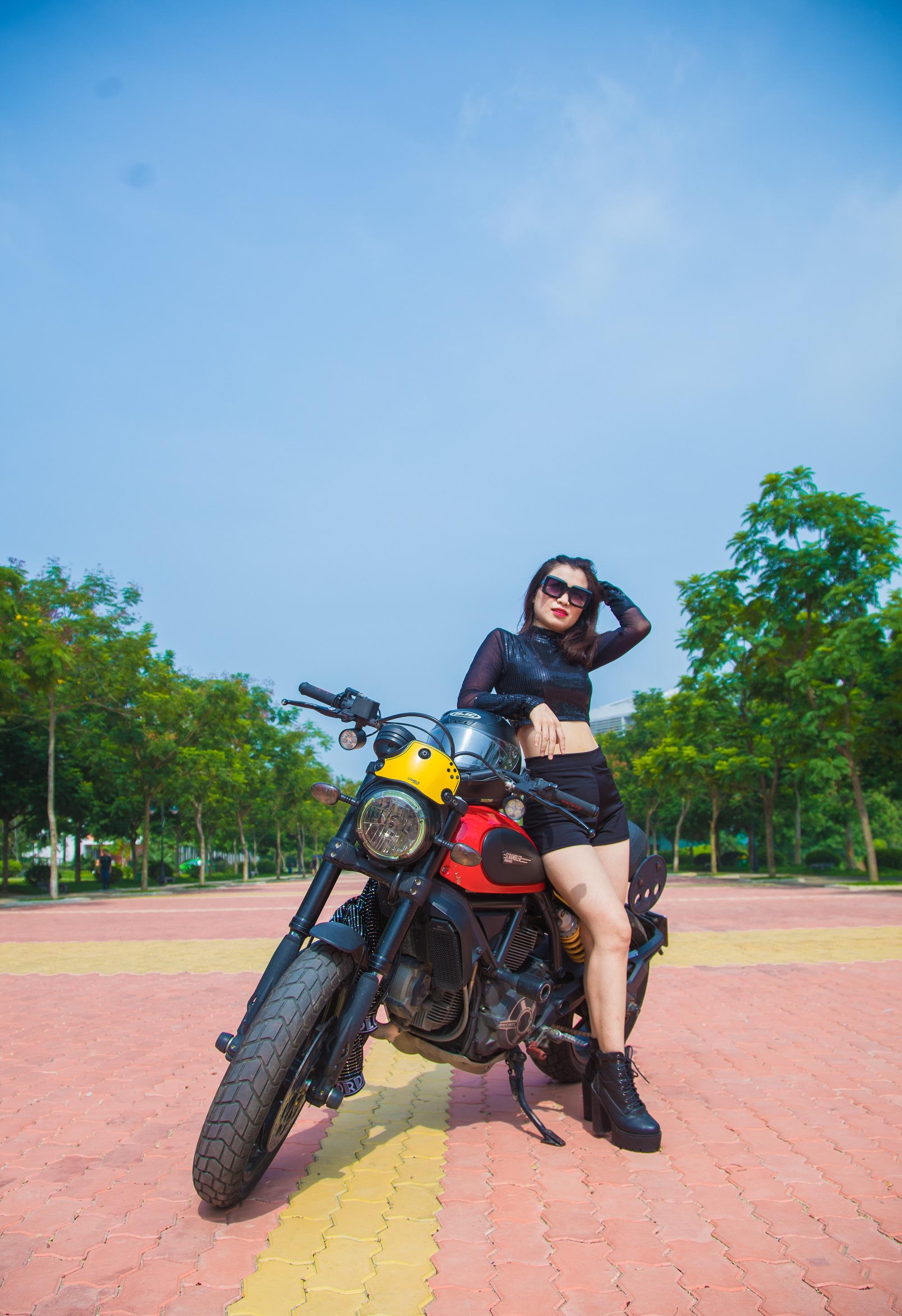 Tống An An (Viện đào tạo quốc tế FAI)với lợi thế về chiều cao và vóc dáng chuẩn mẫu, cô nàngdễ dàng chinh phục người nhìn bởi ngoại hình bắt mắt.