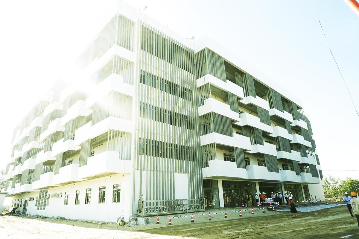 Campus là biểu tượng giáo dục của thành phố, thúc đẩy phát triển giáo dục và nguồn nhân lực chất lượng cao. Với việc phát triển hệ thống giáo dục từ Tiểu học, THCS, THPT, Đại học và sau Đại học, FPT hướng đến một mô hình đào tạo chất lượng xuyên suốt, gắn liền với doanh nghiệp... Trước đó, Bí thư Thành ủy Đà Nẵng Trương Quang Nghĩa cùng lãnh đạo thành phố đã đích thân thị sát công trình Campus ĐH FPT. Ông hài lòng với định hướng cũng như những hành động cụ thể của FPT trong việc hiện thực hóa khu đô thị công nghệ và giáo dục. Bí thư Thành ủy Đà Nẵng Trương Quang Nghĩa còn yêu cầu lãnh đạo các sở ban ngành tập trung chỉ đạo và phối hợp để quá trình thi công được thuận lợi. Ở lĩnh vực giáo dục, FPT tại Đà Nẵng đã có đầy đủ các hệ thống cấp học với hơn 3.600 học sinh, sinh viên. Đà Nẵng cũng là nơi đầu tiên FPT dần hiện thực hóa giấc mơ xây dựng khu đô thị công nghệ, vừa là nơi sinh sống và làm việc của các chuyên gia, vừa kết hợp nghiên cứu, đào tạo, học tập.
