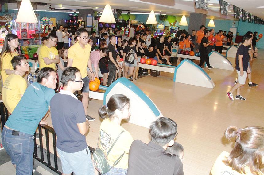 16 đội được chia thành hai lượt thi đấu vòng loại. Ban tổ chức sẽ chọn ra 8 đội có thành tích xuất sắc nhất vào tranh tài chung kết.