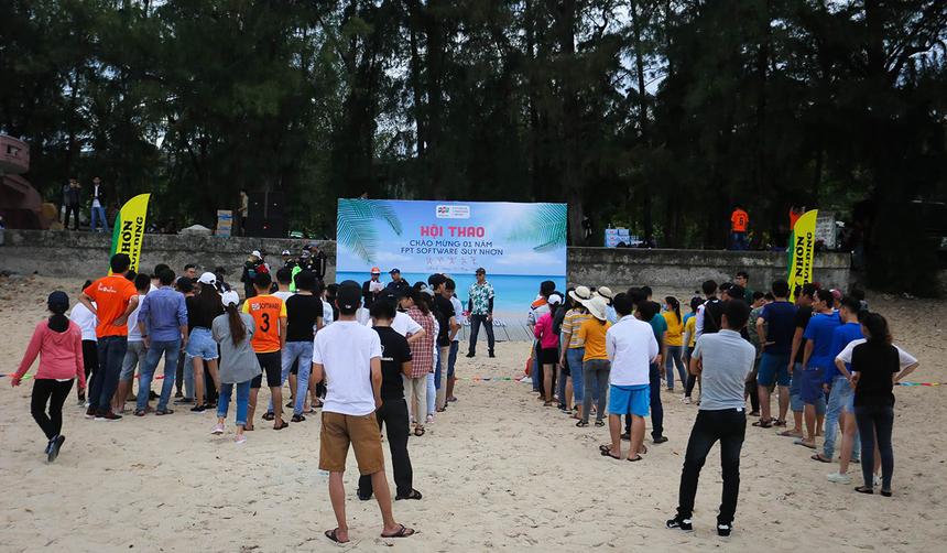 Hội thao kỷ niệm một năm thành lập FPT Software chi nhánh Quy Nhơn đã diễn ra vào ngày 3/8. Hoạt động nhằm tạo sân chơi gắn kết tinh thần đồng đội, tạo sân chơi vui vẻ cho 170 CBNV.