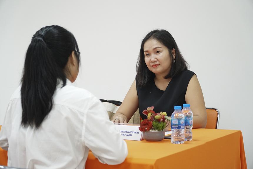 Trước thềm khai mạc chương trình là buổi phỏng vấn thực tế giữa các doanh nghiệp được mời tham dự ngày hội với sinh viên năm 2, năm 3 của trường.Sinh viên phỏng vấn đạt yêu cầu sẽ bắt đầu thực tập chính thức tại nhiều doanh nghiệp lớn tại TP Cần Thơ và TP HCM: Công ty Cổ phần ACT BRAIN Việt Nam, Digital Works Việt Nam, Khách sạn Mường Thanh, Trung tâm Anh ngữ Gia Việt, Công ty TNHH TATA International Việt Nam…
