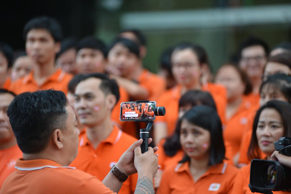 Chương trình được livestream cùng đầu cầu Hà Nội.
