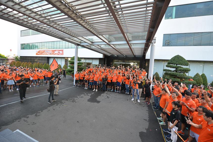 """Lễ phát động tại TP HCM có khoảng 400 người tham dự. """"Không khí rất náo nhiệt, máu lửa. Việc cùng tổ chức với các đầu cầu khác khiến tôi có cảm giác tất cả người FPT Telecom đều gần gũi như một gia đình"""", chịĐỗ Như Ngọc (SCC) bày tỏ."""