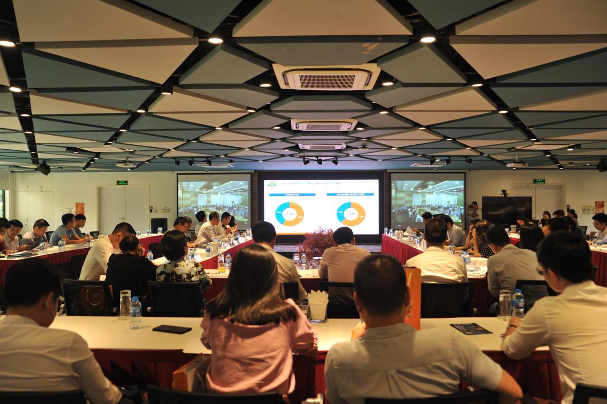 Tại Hà Nội, PTGĐ Nguyễn Thế Phương, COO FPT Software Trần Đăng Hoà và Giám đốc Truyền thông và Thương hiệu Bùi Nguyễn Phương Châu vàkhoảng 50 cá nhân, đại diện cho các quỹ, công ty tham gia sự kiện.