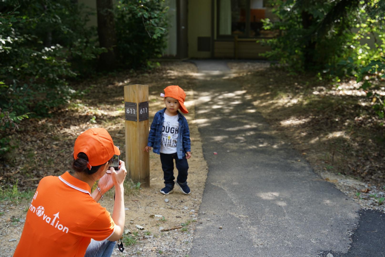 Cung đường chạy dài 2 km thuộc khu công viên Les Bois Francs cách Paris (thủ đô của Pháp) 2 tiếng chạy xe. Hai bên trồng những hàng cây xanh mát, cung đường chạy rộng rãi, uốn lượn mềm mại. BTC cho hay quãng đường này phụ hợp cho gia đình có con nhỏ tham gia. Les Bois Francs là một trong 5 công viên trung tâm lớn nhất Pháp.