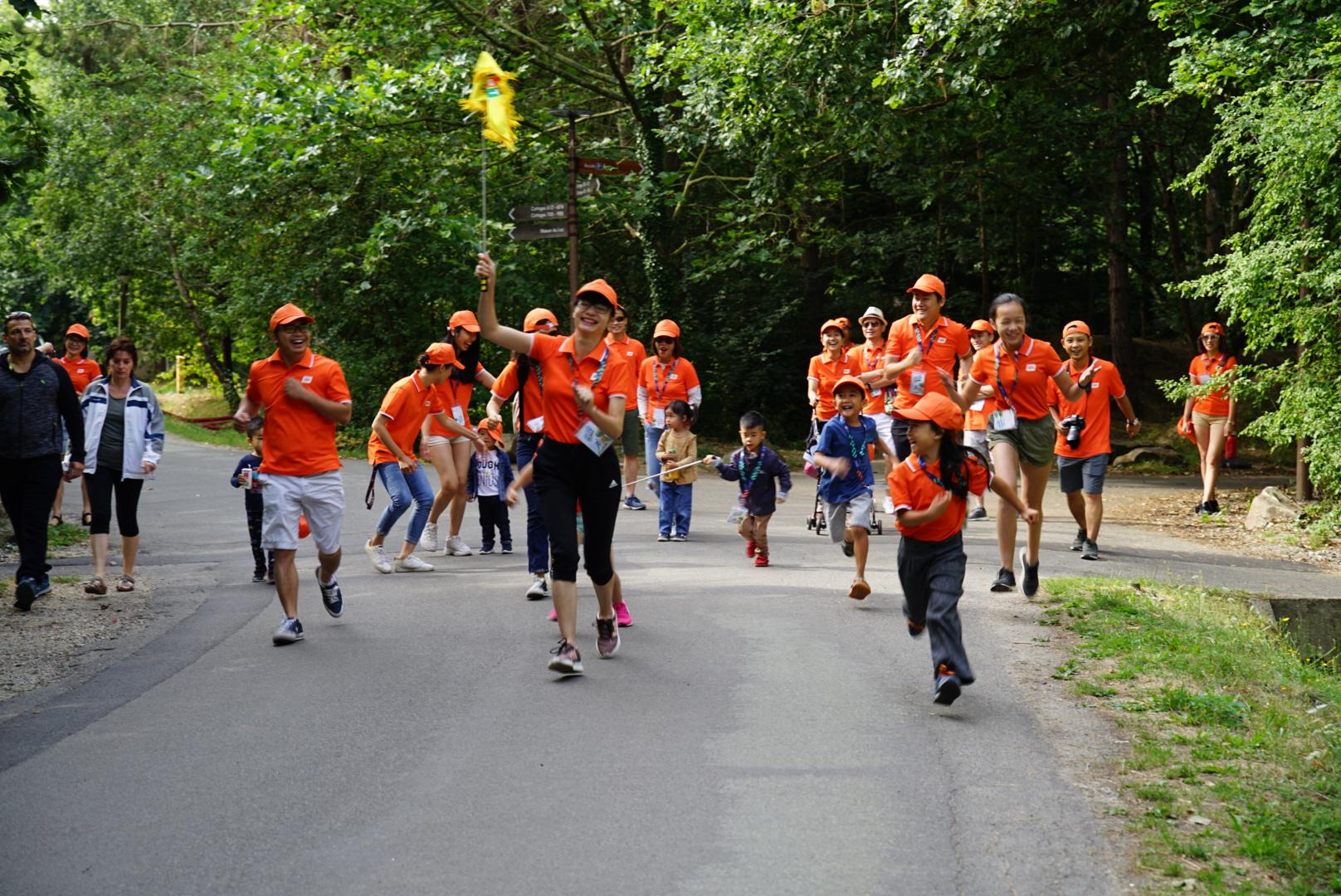 Hoạt động chạy bộ sôi nổi trong cộng đồng người F tại Pháp từ thời điểm gần 800 CBNV chạy Run For Green tại Hòa Lạc cuối tháng 7. Nhân dịp teambuilding, nhân viên FPT thị trường Pháp phát động thi chạy.