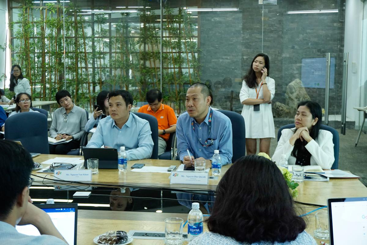 Đại diện FPT từ đầu cầu TP HCM gồm; TGĐ FPT Nguyễn Văn Khoa và Chủ tịch FPT Software HCM Nguyễn Đức Quỳnh.